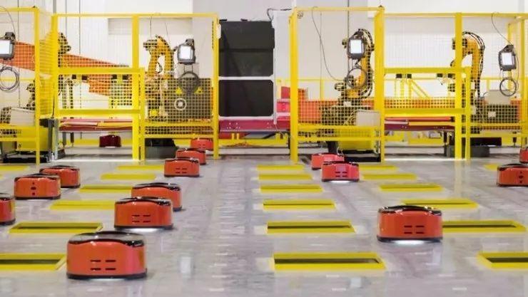 比起刘强东壕送员工10辆凯迪拉克,感觉京东的物流机器人就要干掉人类了……