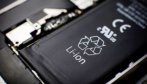 苹果就iPhone电池事件致歉,电池更换费用从608元降至218元